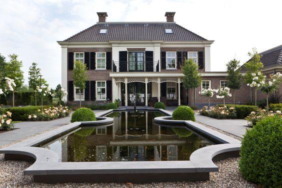 Luxe villa in classicistische stijl