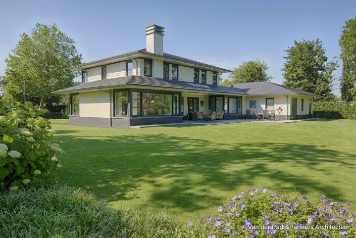 Villa in Amerikaanse Stijl Van der Padt & Partners Architecten
