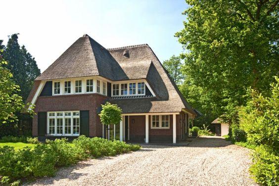 Rietgedekte villa te Huizen Bouwbedrijf Lichtenberg